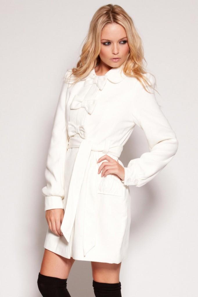 Palton alb cu fundite