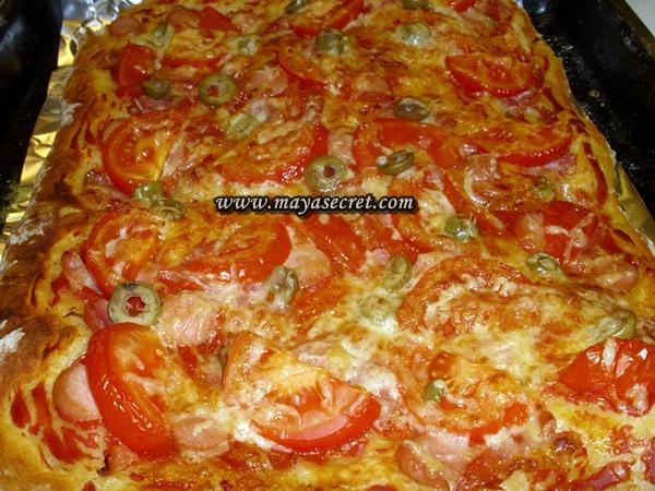 pizza cu rosii masline cascaval