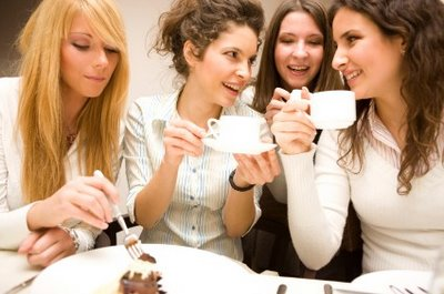 femeile si prietenia
